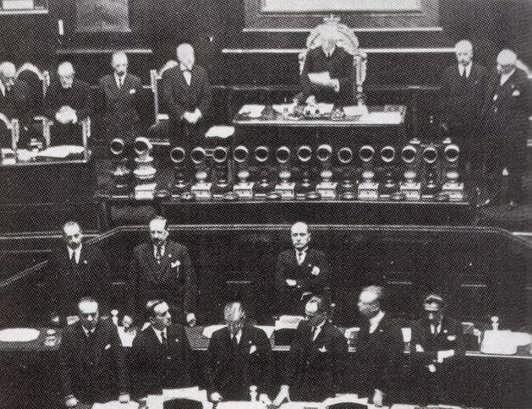 """Accadde oggi. Il 16 novembre 1922 il famoso """"Discorso del bivacco"""""""